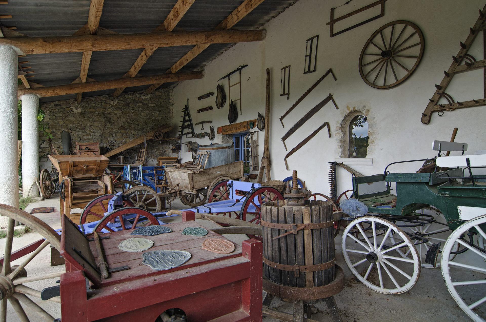 Fontaine Neuve gites et chambres d'hôtes à Lure : le musée des anciens, outils et machines agricoles