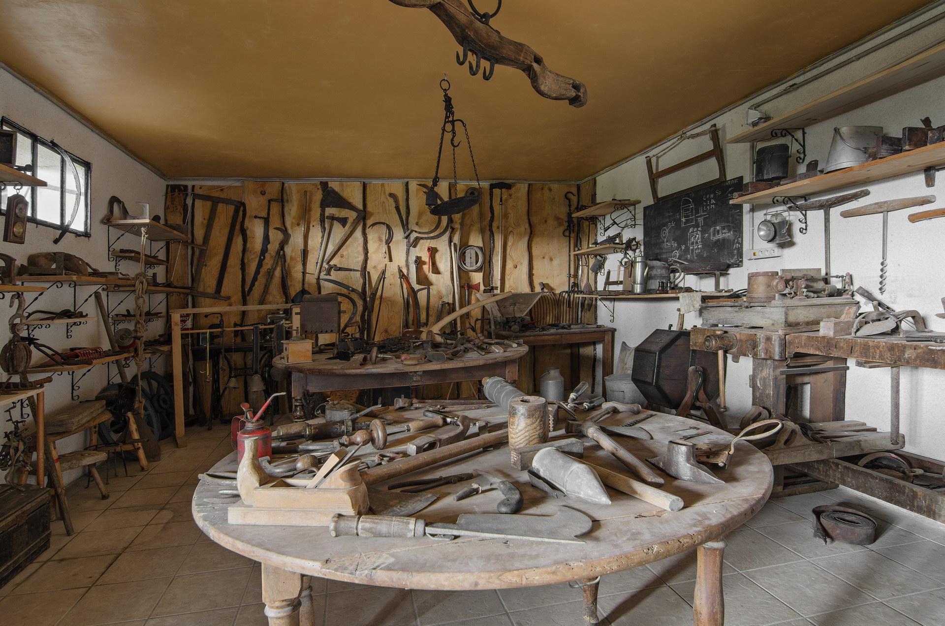 Fontaine Neuve gites et chambres d'hôtes à Lure : le musée des anciens, les outils restaurés