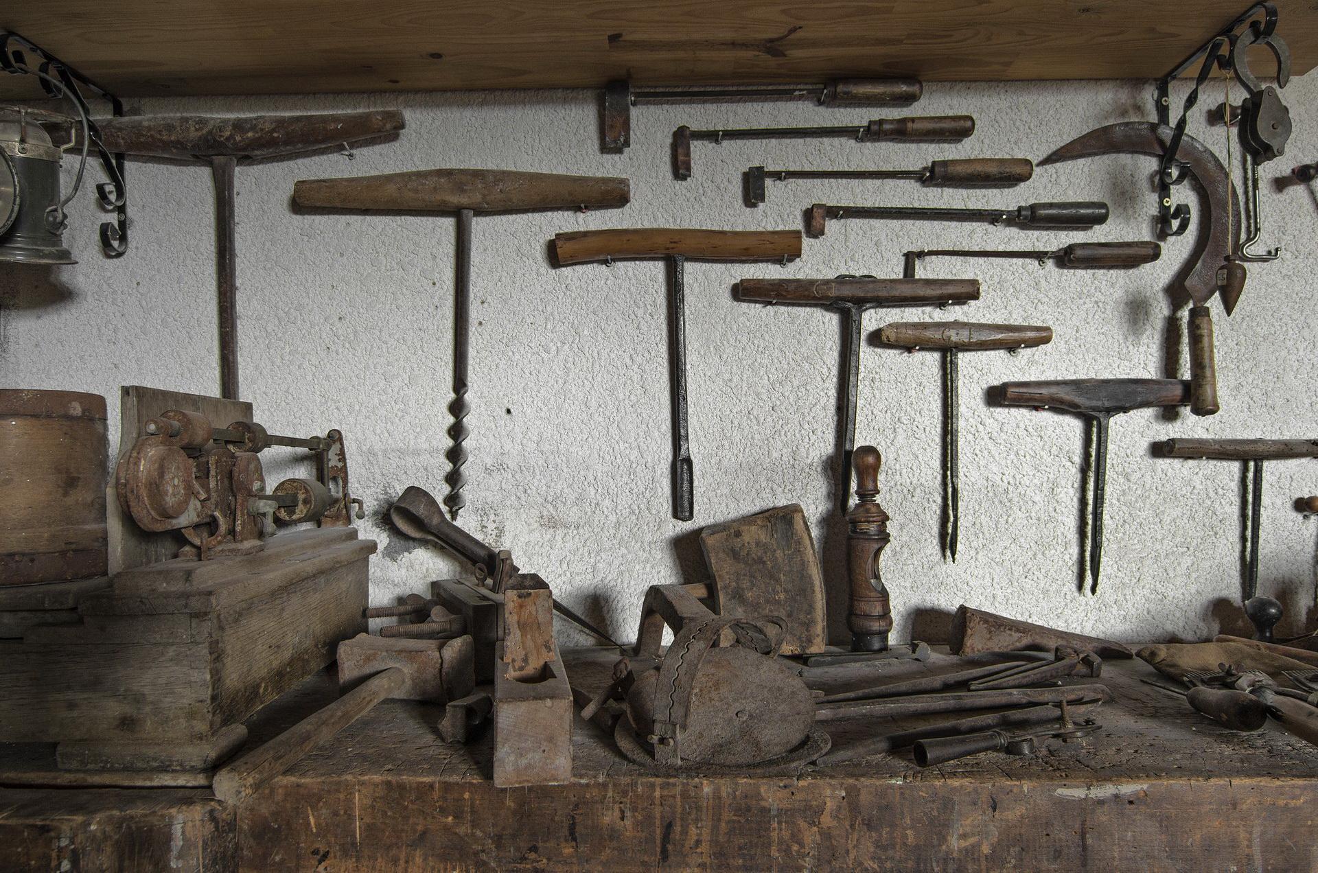 Fontaine Neuve gites et chambres d'hôtes à Lure : le musée des anciens, quelques outils