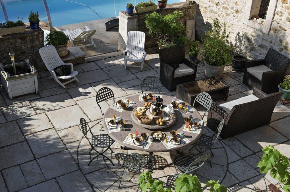 Fontaine Neuve gites et chambres d'hôtes à Lure : le petit-déjeuner dressé
