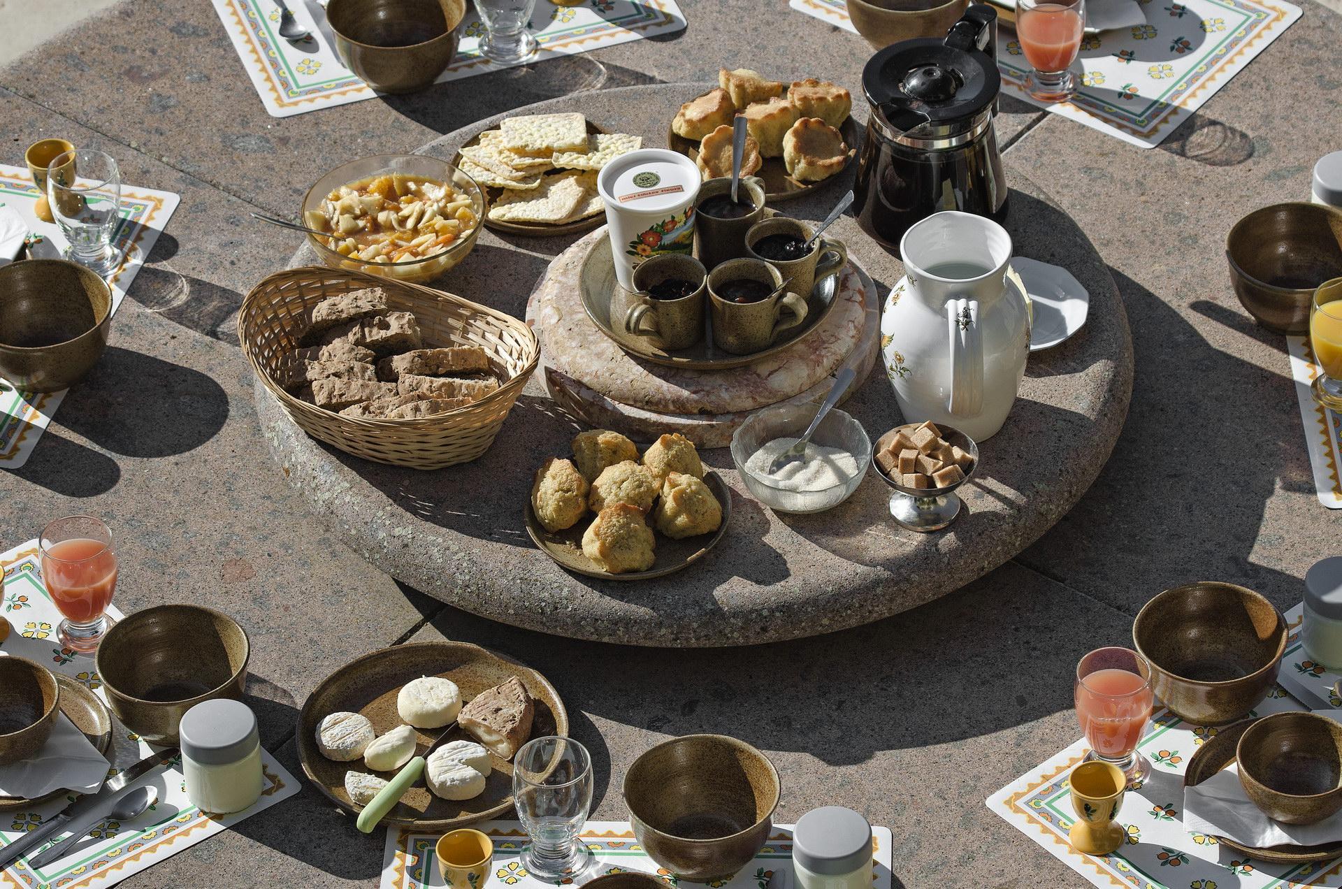 Fontaine Neuve gites et chambres d'hôtes à Lure : le buffet du petit-déjeuner