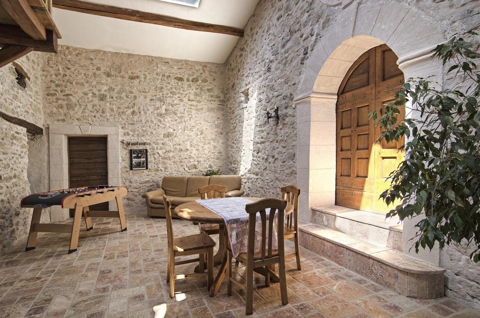 Fontaine Neuve gites et chambres d'hôtes à Lure : le patio aménagé