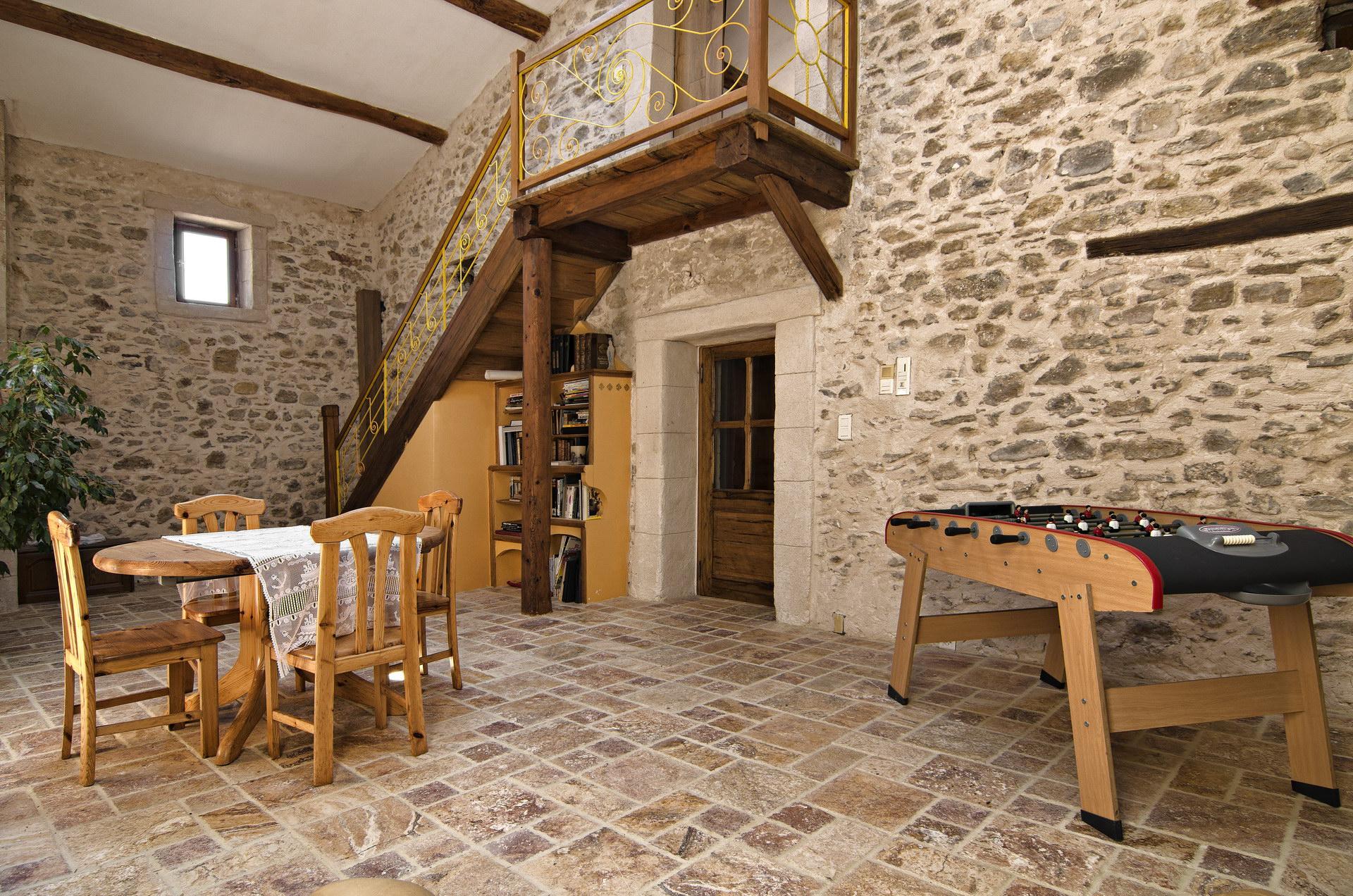 Fontaine Neuve gites et chambres d'hôtes à Lure : espace détente commun abrité