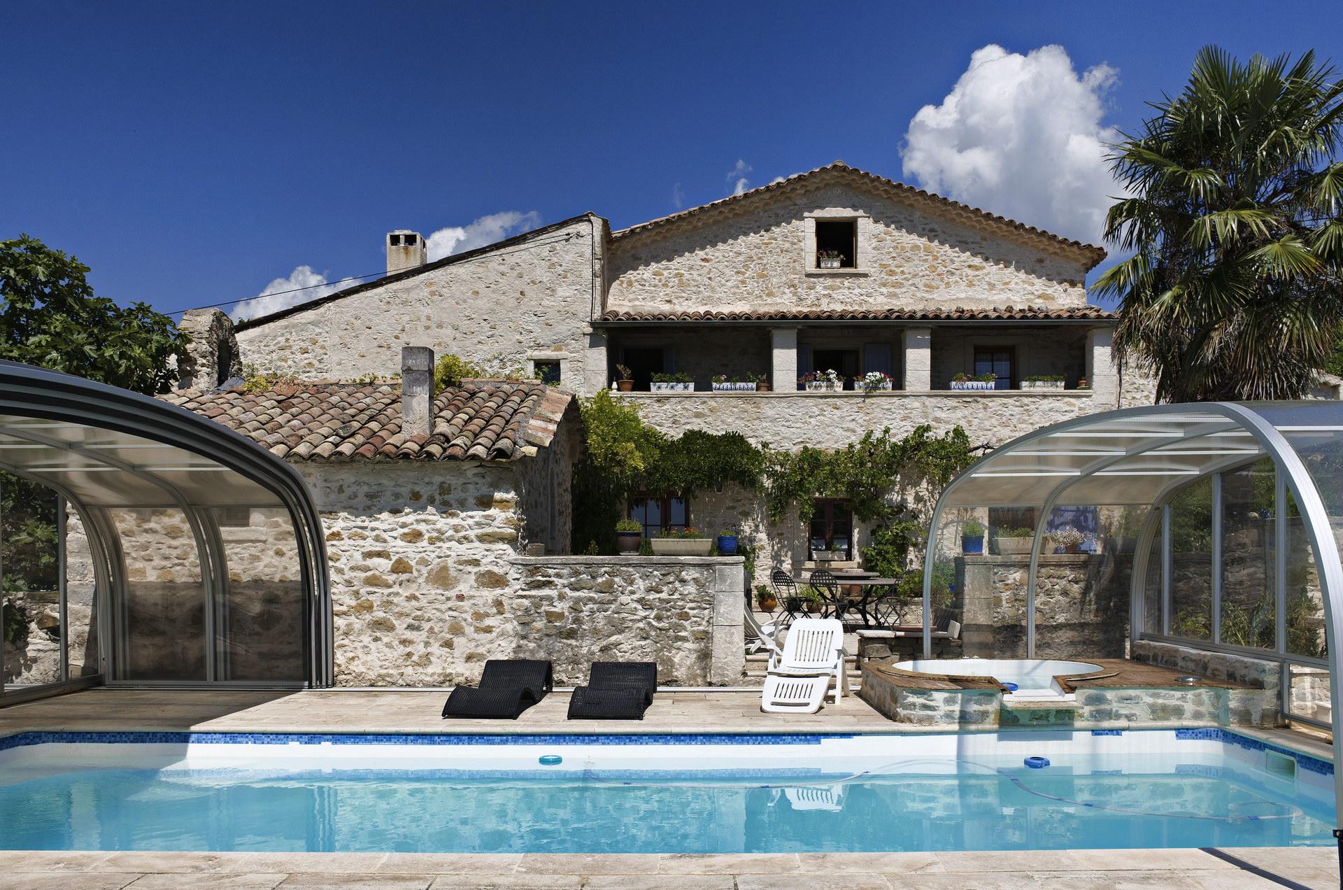 Fontaine Neuve gites et chambres d'hôtes à Lure : grande piscine couverte
