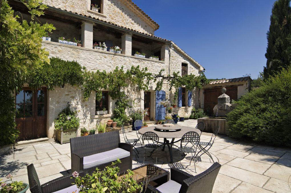 Fontaine Neuve gites et chambres d'hôtes à Lure : soleil, calme et sérénité